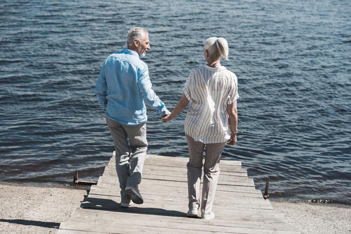 couple-walking2